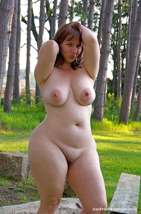 Ehefrau nackt outdoor