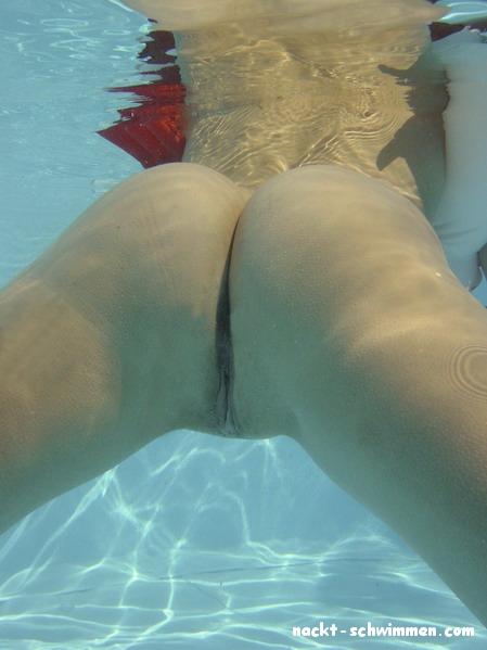 Frauen im wasser nackt