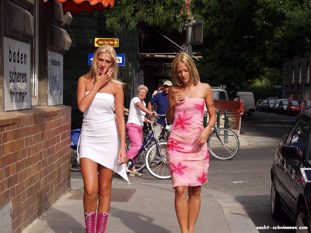 Zwillingsschwestern nackt- 49 - FKK Bilder und Fotos