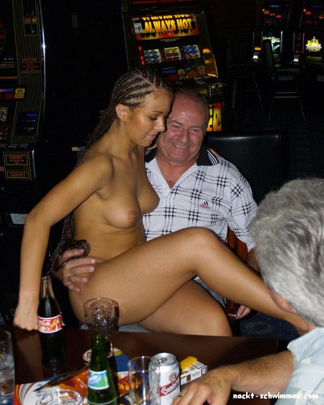 Kellnerin Nackt