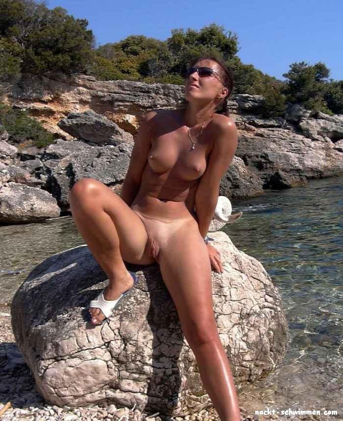 Frauen nacktschwimmen Nacktsein in