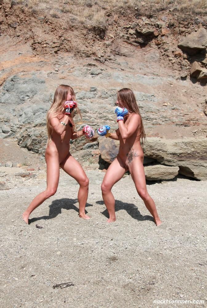 nackte girls frauen boxen topless