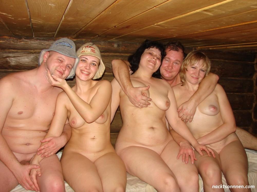 Gruppen nackt fkk Nacktheit
