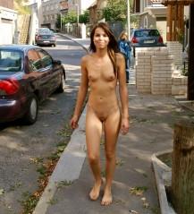 Frau nackt vorführen