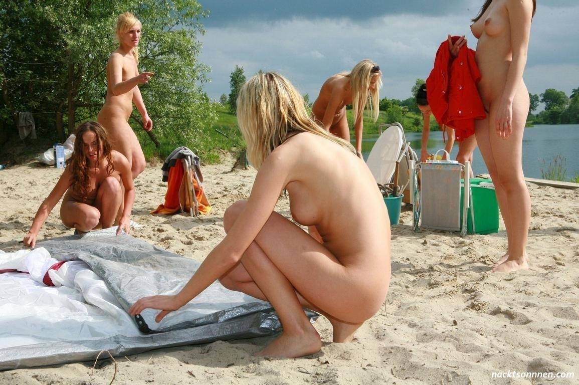 Der party auf nackt Studentinnen treiben