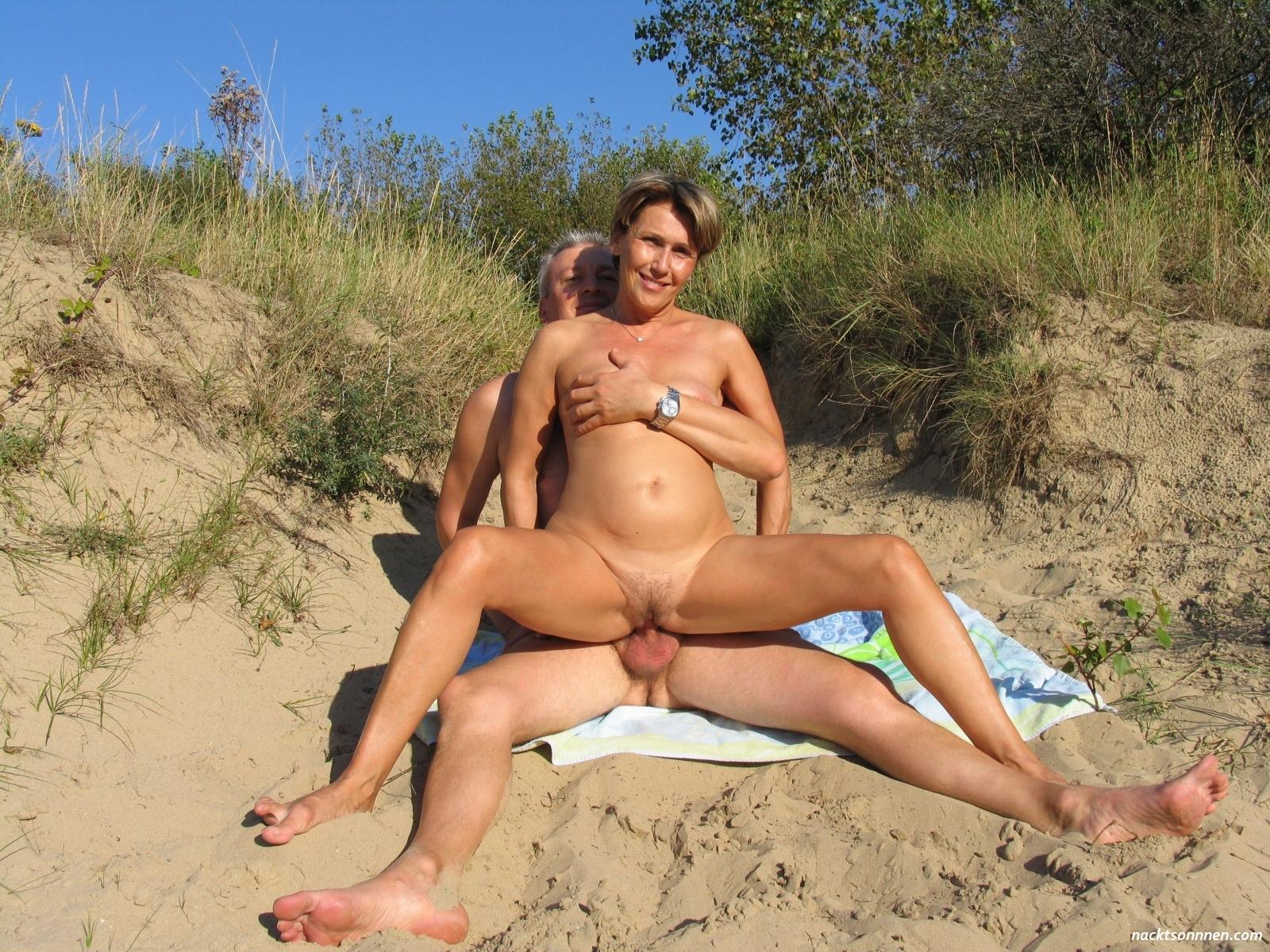 Nackt outdoor paare Animal Sex