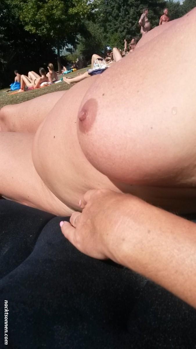Frau nackt am see bilder