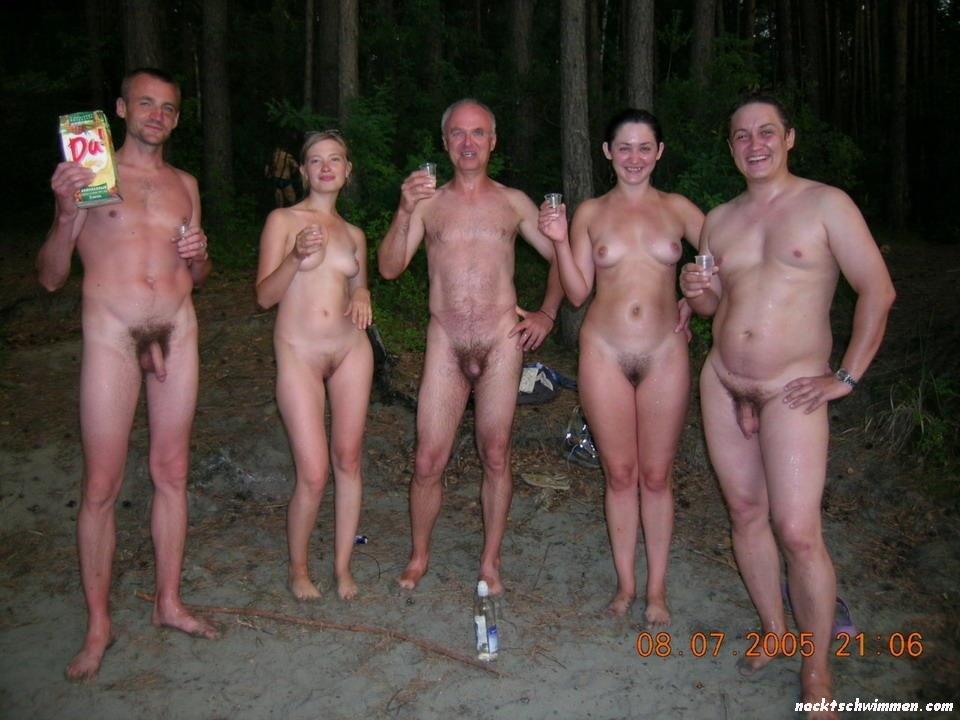 Nackt gruppen Draussen: 267,800