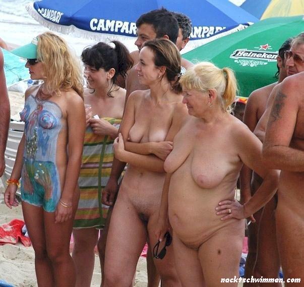 Am gruppen nackt strand Gruppen Von