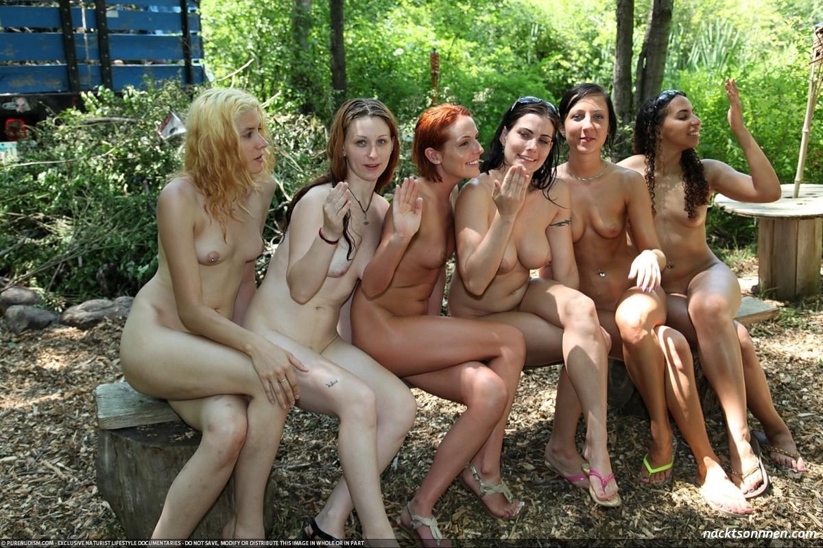 MäDchen Nackt Im Wald